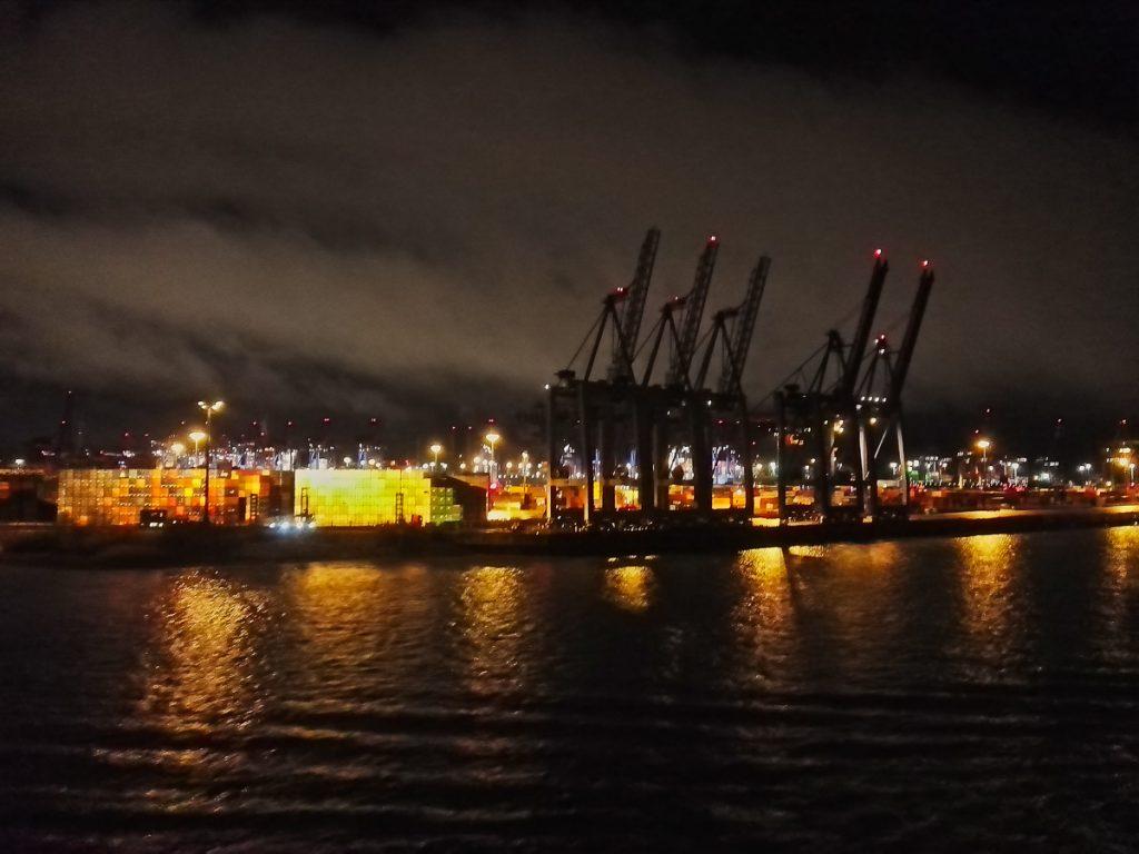 Hafenkräne bei Nacht