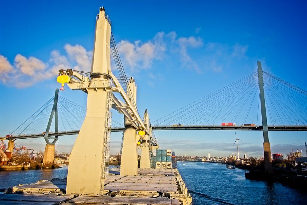 Bright Sky und Köhlbrandbrücke