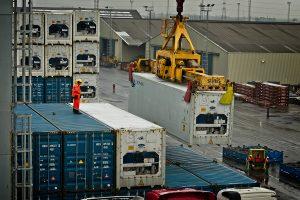 Container werden verladen