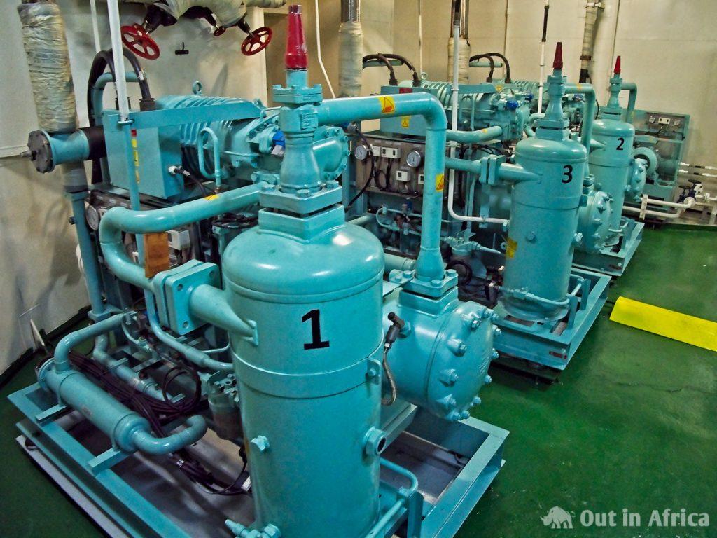 Hier wird das Öl der Maschine erhitzt und gesäubert
