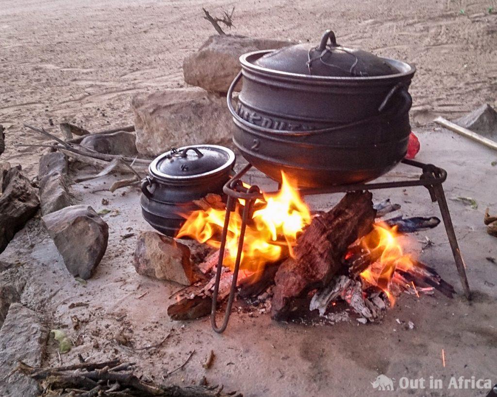 Potjie auf dem Lagerfeuer