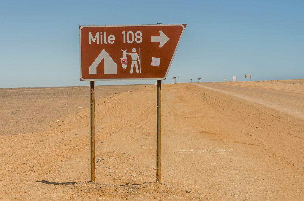 Straßenschild Meile 108